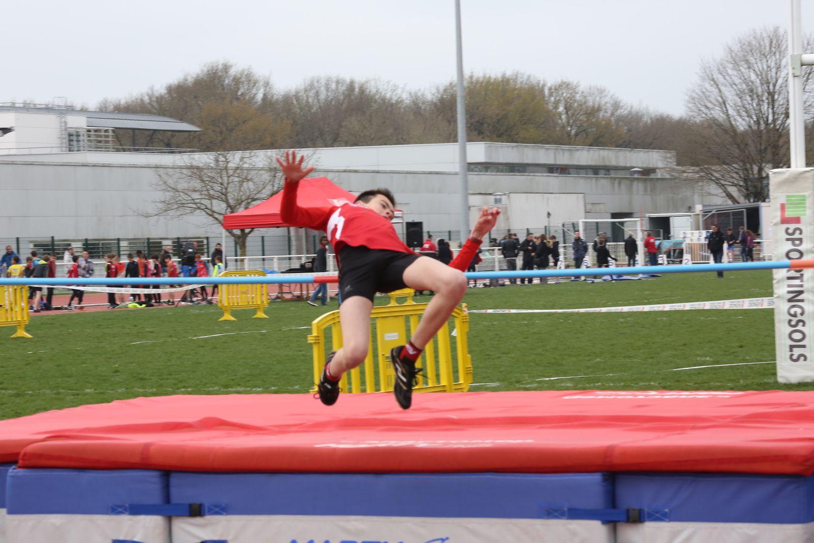 Simon DESCHAMPS champion de Vendée avec un saut à 1,47 mètre