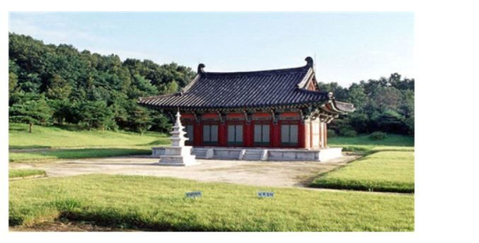 La photo ci-dessus montre le temple Heung-deok (흥덕).