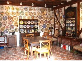 ▲ Exposition d'une maison française.