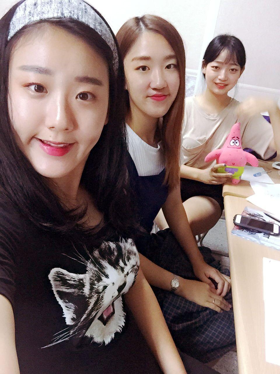 Daë, Jieun et Suryeon.