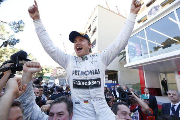 30 ans après son père, Nico Rosberg inscrit son nom à l'épreuve monégasque. Cette année, c'est aussi sa 2e victoire consécutive. La grande forme quoi !