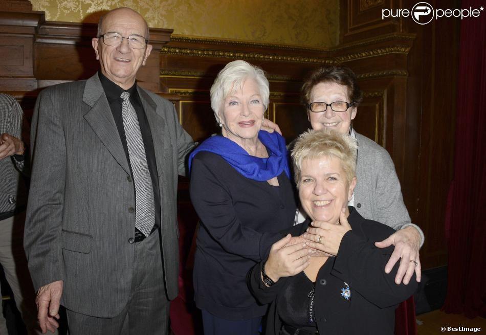 Photos de la cérémonie de remise de la Médaille de Chevalier dans l'Ordre National du Mérite...