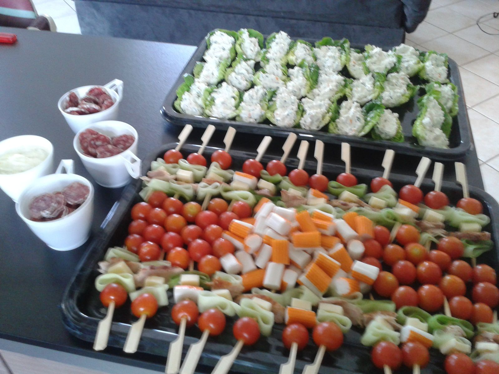 Aperitif entre amis just - Presentation de brochette de fruits ...