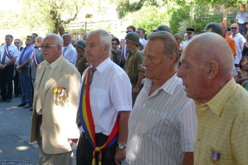 A gauche René Clérian, puis Paul Denis Conseiller Général , Victor et mon frère.