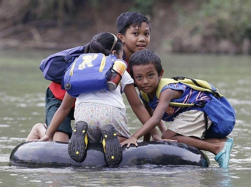 Sur une bouée, aux Philippines