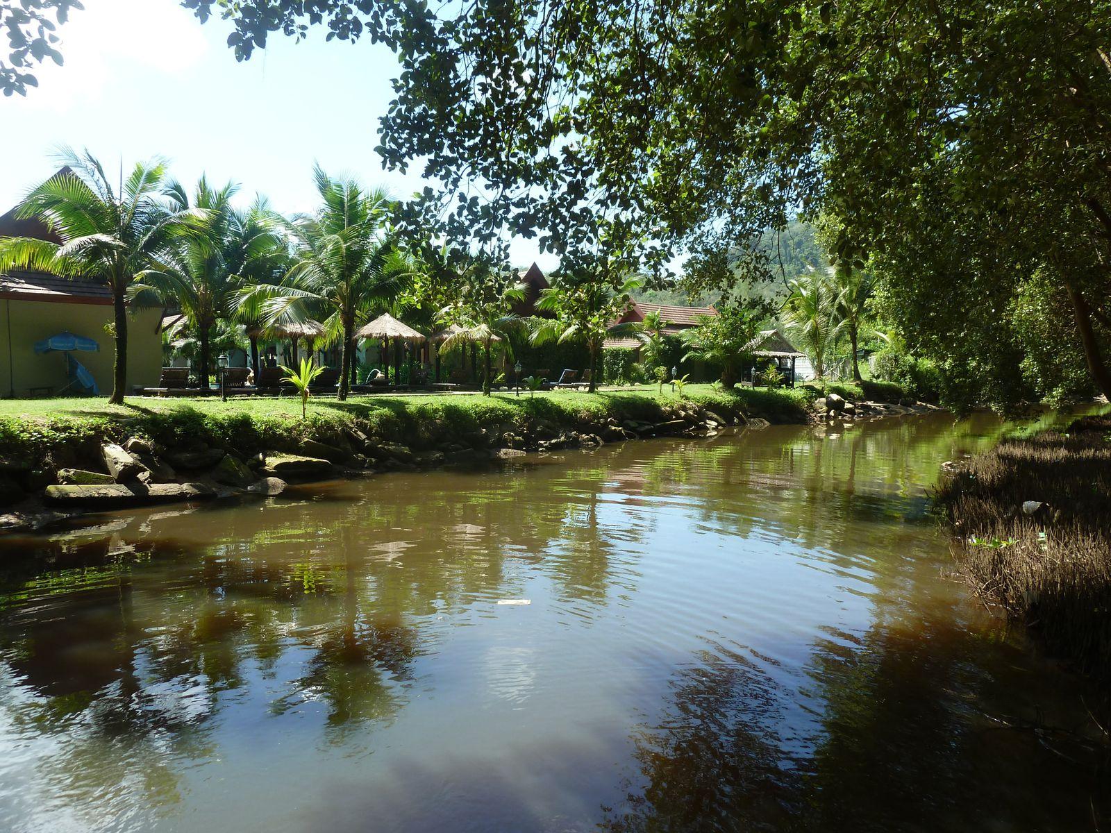 Crédit photgraphique Pḧilippe POISSON - Hat Nai Thong - Ici est atteint l''équilibre idéal entre le caractère rudimentaire du parc Sirinath et les aménagements trops extensifs des plages méridionales de Ko Phuket ...