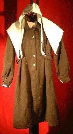 Robe de droguet portée par les détenues condamnées, vers 1970.