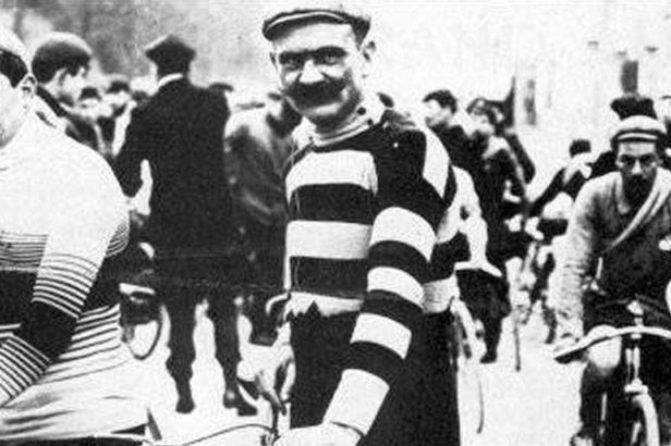 Hippolyte Aucouturier vainqueur du Bordeaux-Paris en 1903. - Décédé le 22 avril 1944 à Paris 16ème