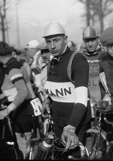 Georges SPEICHER né le 8 juin 1907 à Paris décédé le 24 janvier 1978 à Maisons-Laffitte / Georges Speicher en 1932