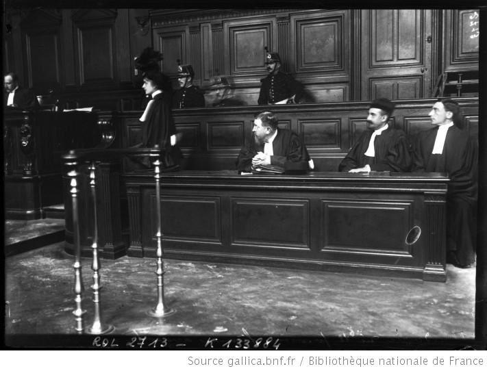 Plaidoirie de la première femme avocate en cours d'assises, 25 sept.1908, Photographie Agence Rol. France, Paris, Bibliothèque nationale de France, département Estampes et photographie, EST EI-13 (23)