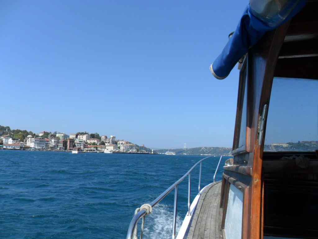 Sur la gauche, le village d'Arnavutkoy et au fond, le pont Fatih Sultan Mehmet...