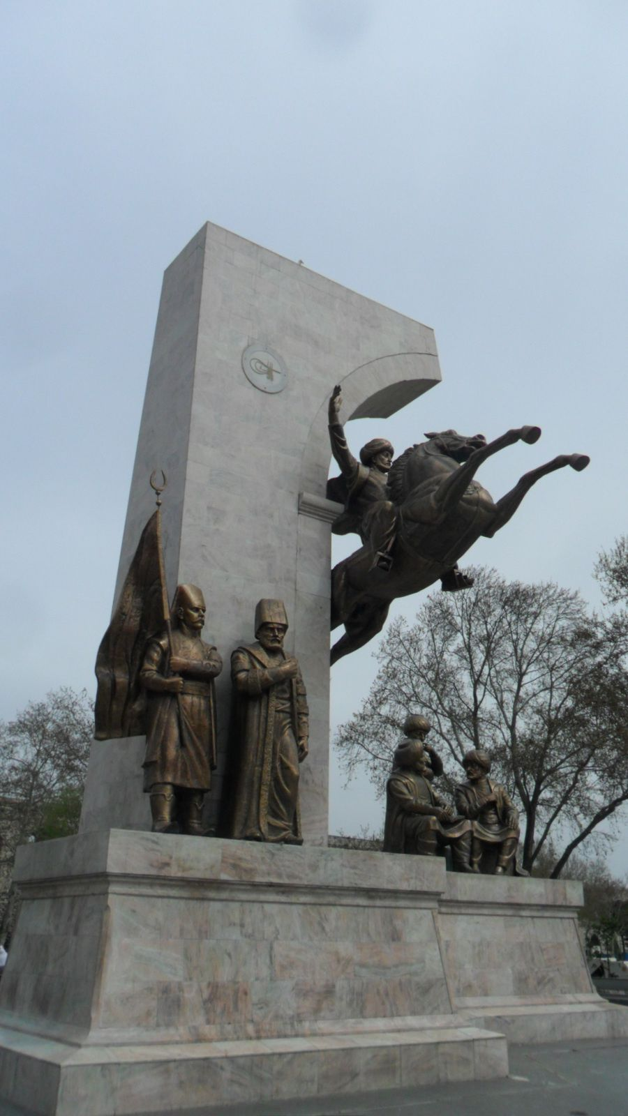 La statue de Mehmet le Conquérant sous le quartier de Zeyrek