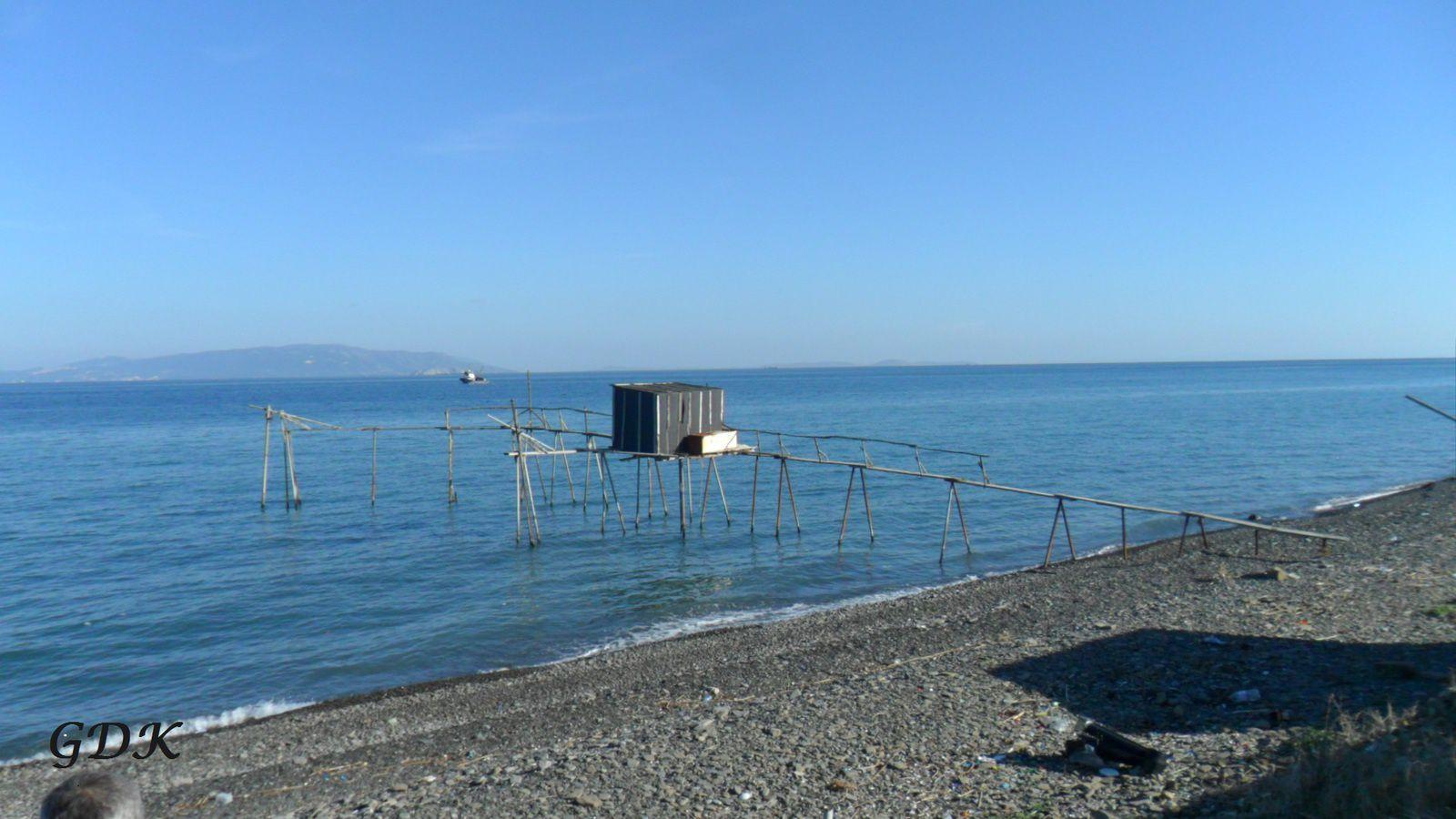 Turquie : excentriques cabanes de pêche en Mer de Marmara