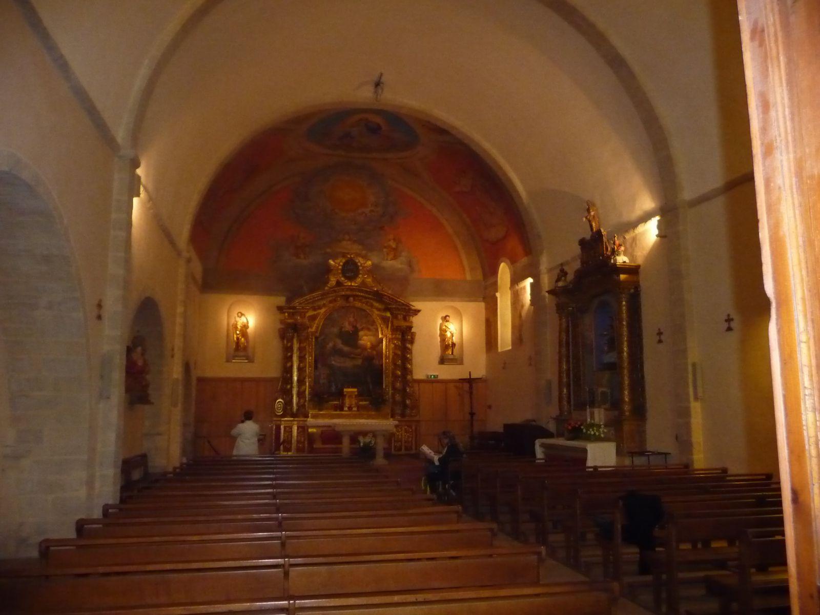 c'est dans cette petite église que s'est passé le mariage , je n'ai pas pu faire trop de photos aujourd'hui car il y avait du monde a l'intérieur .