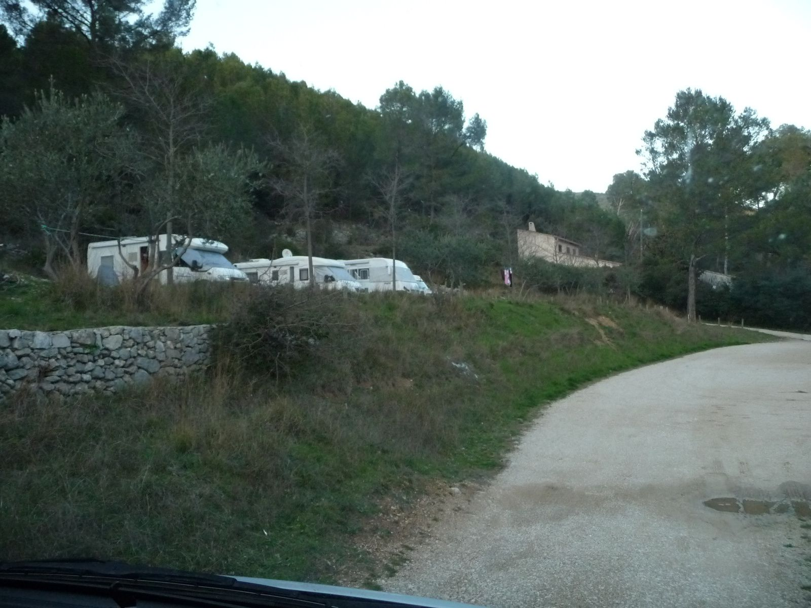 AIRE POUR CAMPING CAR A CUGES LES PINS ! Bouches du Rhône