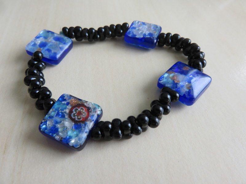 Un nouveau bracelet en bleu et noir
