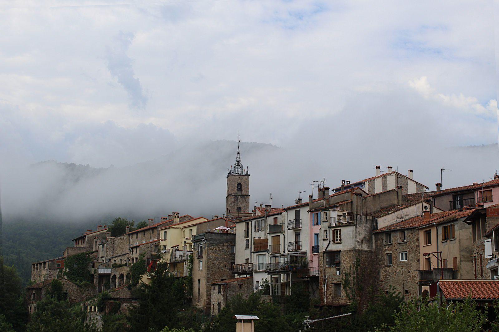 clocher sous nuage