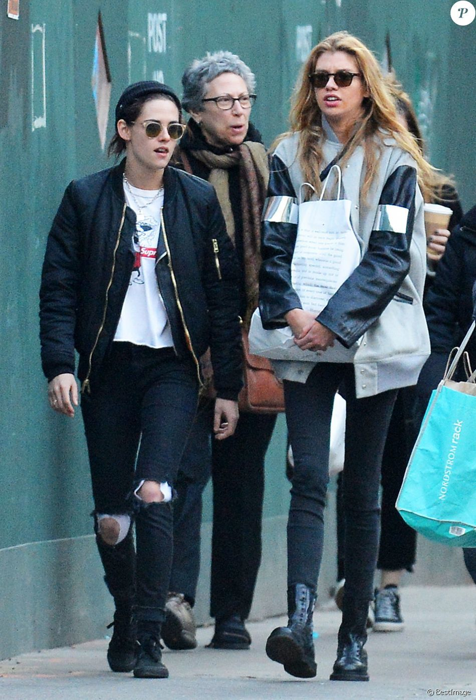 Kristen Stewart avec son amie Stella Maxwell à Los Angeles