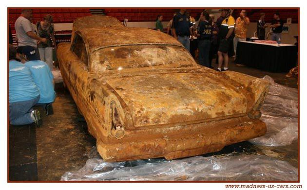 Une Plymouth Belvédère enterrée en 1957