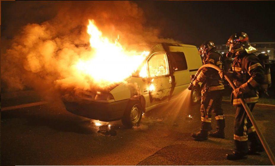 804 véhicules incendiés à la Saint-Sylvestre