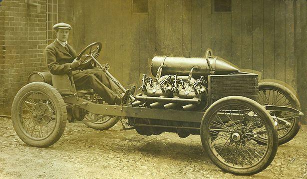 Le NATIONAL MOTOR MUSEUM OF BEAULIEU présente des monstres de record à Rétromobile