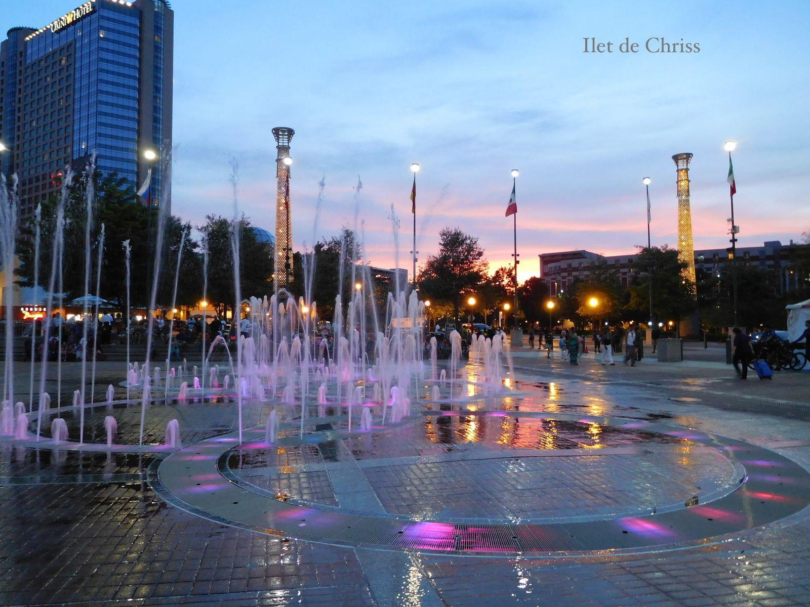 Jets d'eau, lumière (et musique) sur les anneaux olympiques