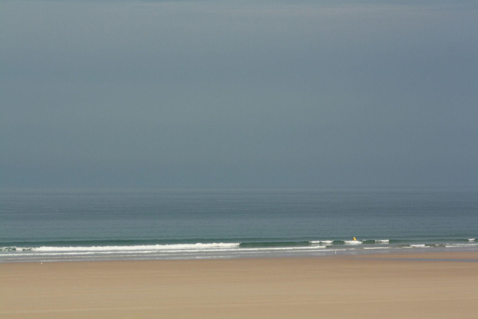 Petites vagues propres, vent O faible