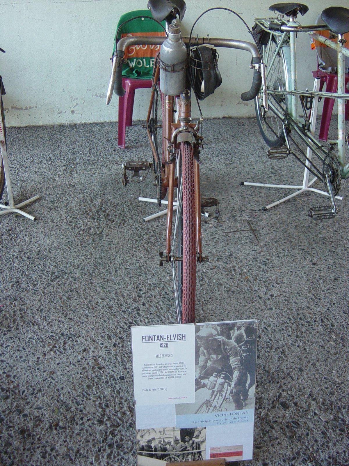 Vélo de course Elvish-Fontan 1928. Réplique du vélo de Victor Fontan, né à Pau (64) le: 18/06/1892, décédé le 02/01/1982. Quatre participations au TDF, deux victoires d' étapes.