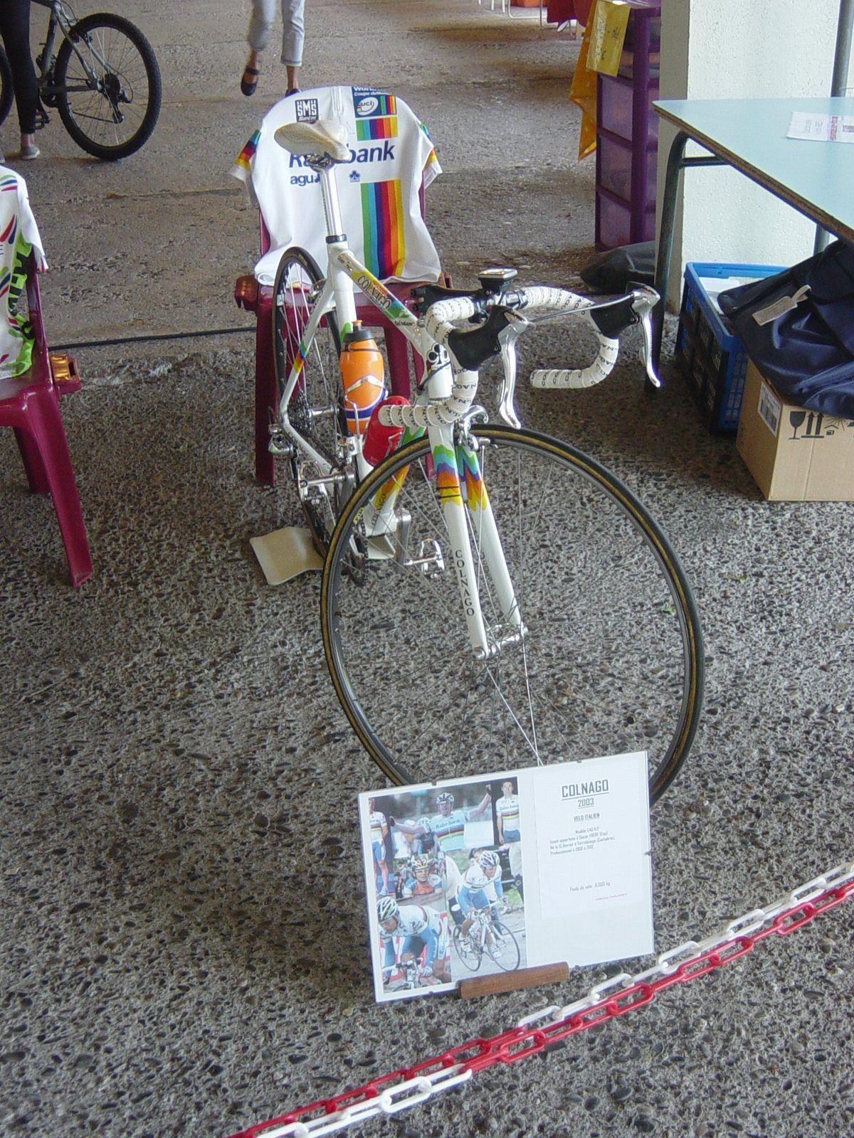 ...vélo Colnago d' Oscar FREIRE.