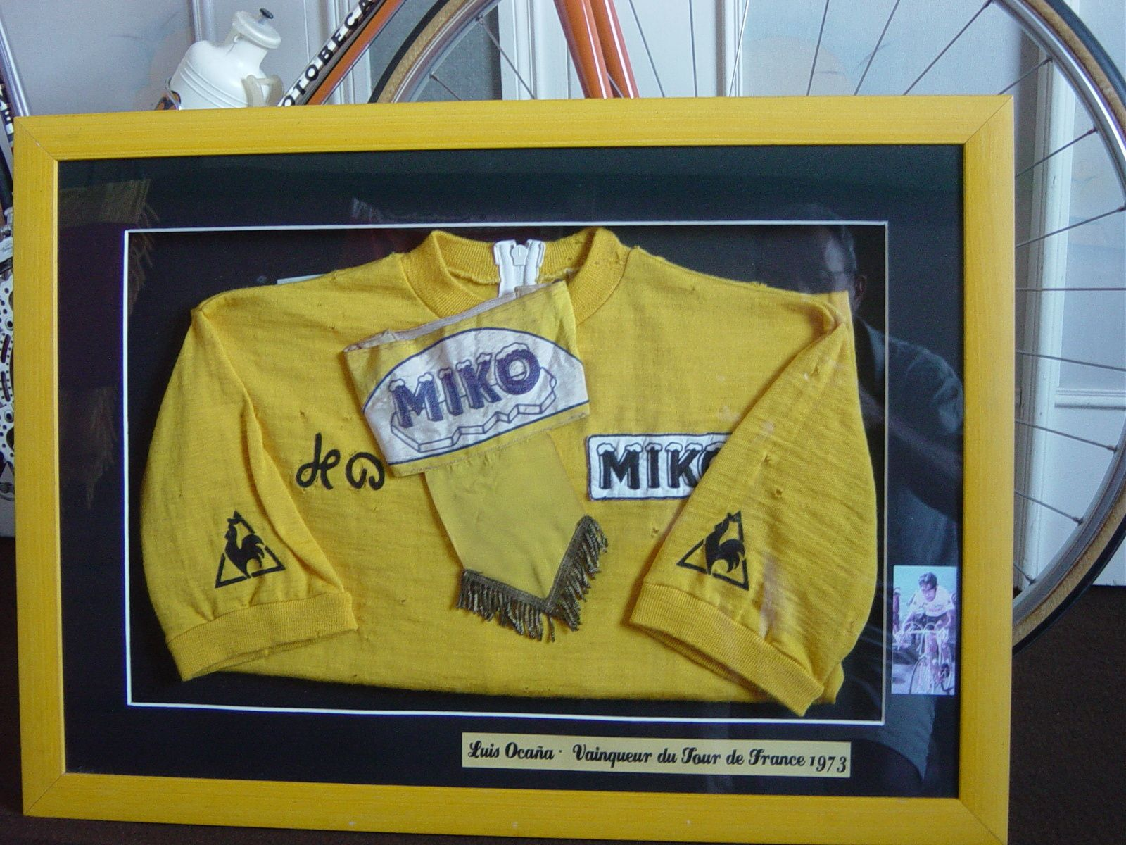 Maillot jaune du podium Tour de France 1973 remis à Paris.