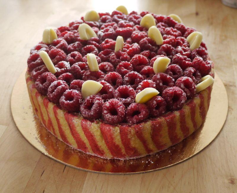 Bavaroise vanille, mousse framboises, framboises fraiches et biscuit cuillère bicolore. Ici bien sûr on divise chaque recette par deux... ^_^