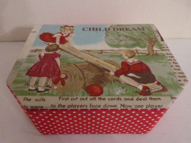Je n'ai jamais assez de boites pour ranger tous mes trésors de brodeuses et j'ai été gâtée à Noël en découvrant sous le sapin cette jolie boîte avec des tissus que j'adore.