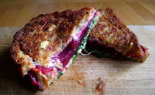 Grilled Cheese Betterave, Roquette et Comté