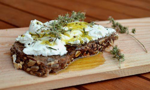 Tartine de Chèvre Frais, Sarriette et Huile d'Olive