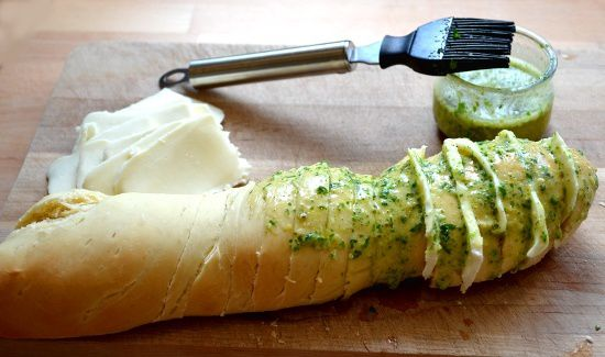 Cheesy Garlic Bread – Le Pain à l'Ail et au Fromage