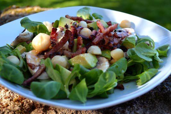 Salade d'Amour – Mâche, Champignons, Avocat, Noix de Macadamia