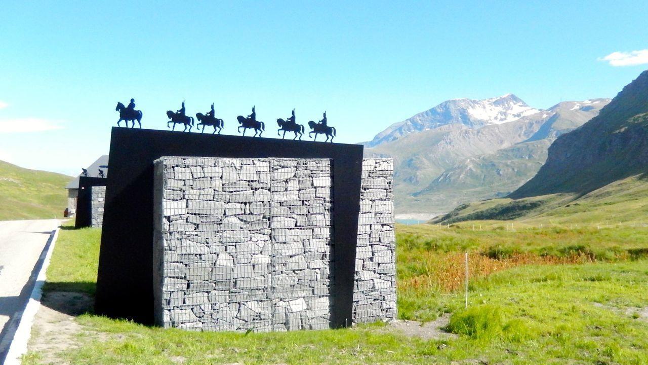 Une des trois steles au col du mont Cenis
