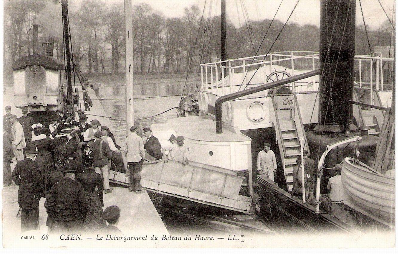Débarquement des passagers au quai de Juillet à Caen