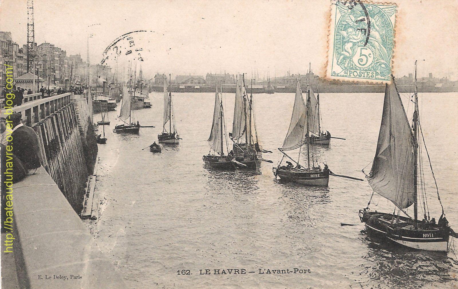 Place reservée aux barques de pêche