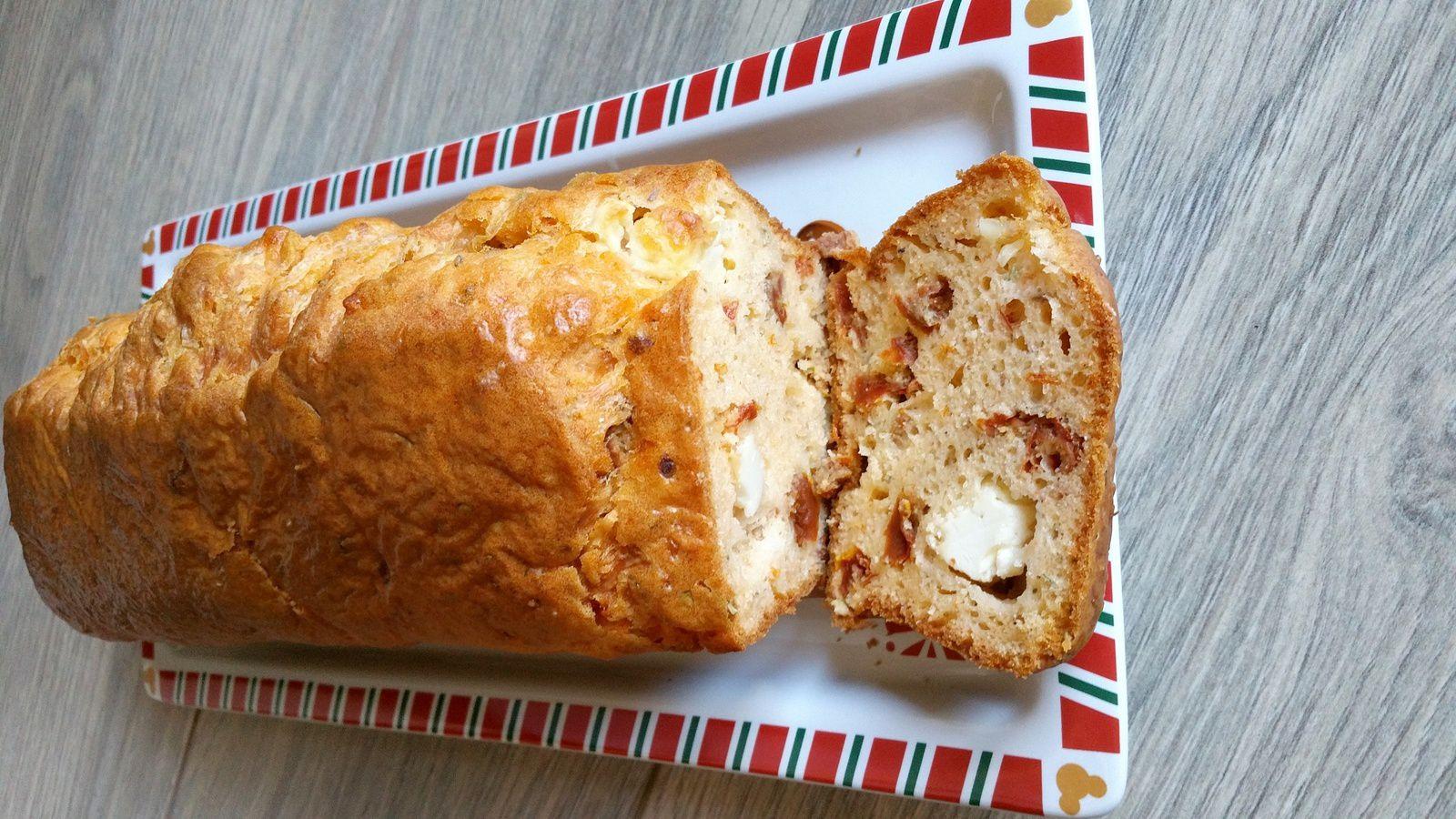 Recette Cake salé thermomix - Tomates séchées + feta + herbes de Provence