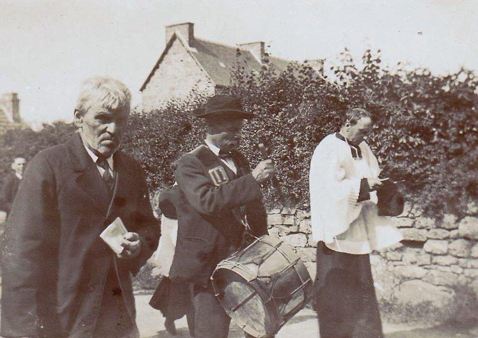 Des photos de 1903 sur les processions au Trévou