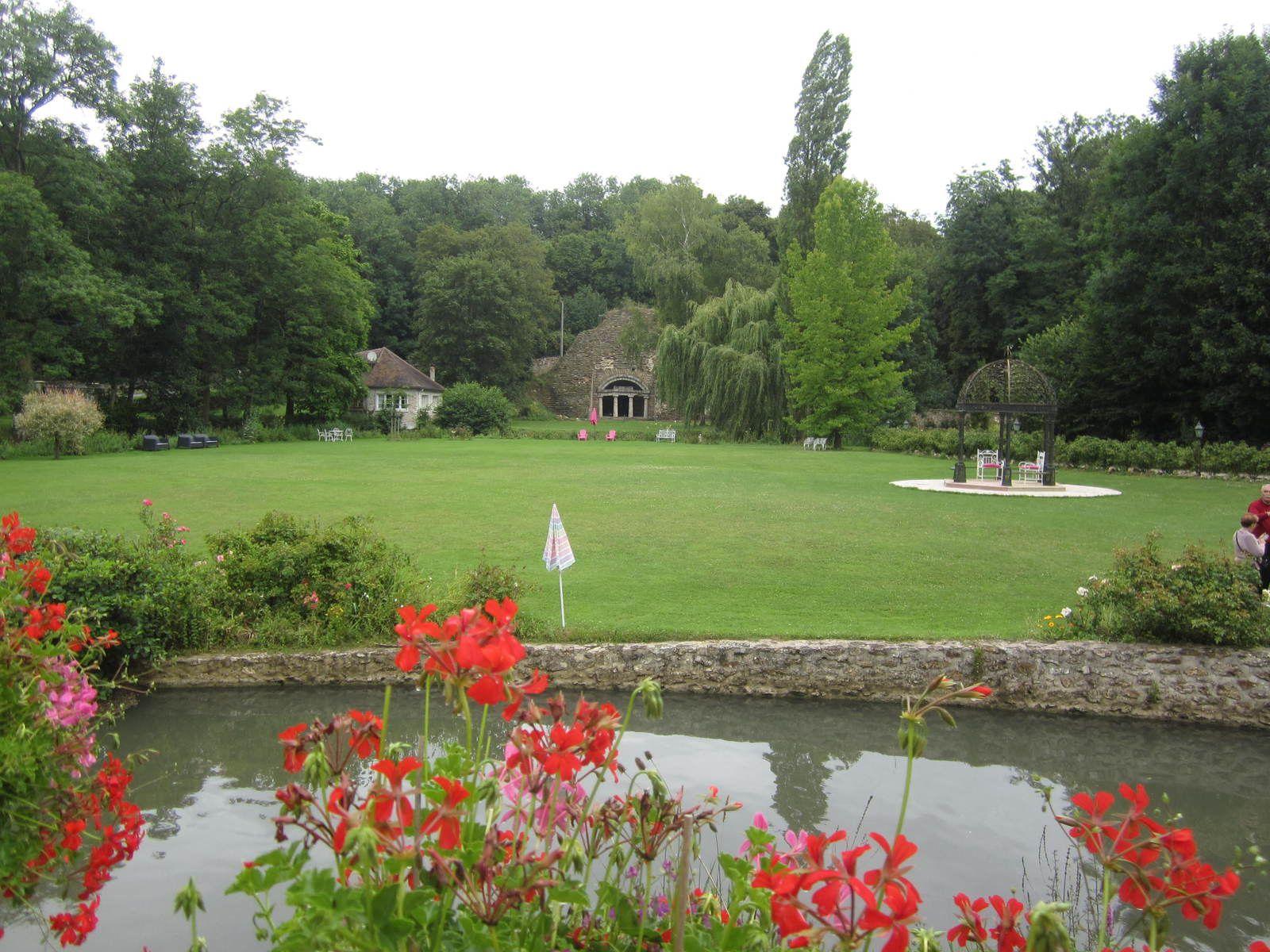 Le parc recèle des beaux endroits à dessiner.