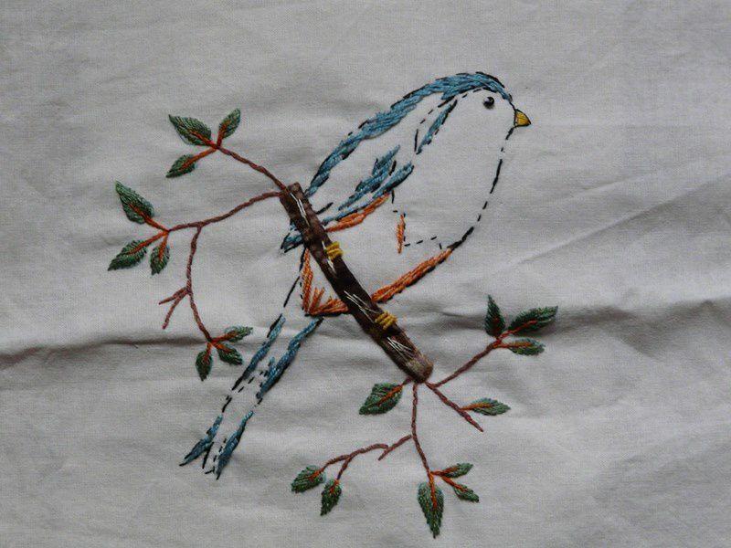 L'oiseau sur la branche..brodé par MARTICHAT.