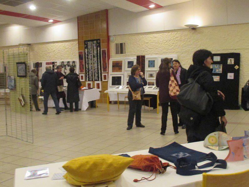 Visiteurs et visiteuses étaient nombreux et très intéressés par nos travaux...