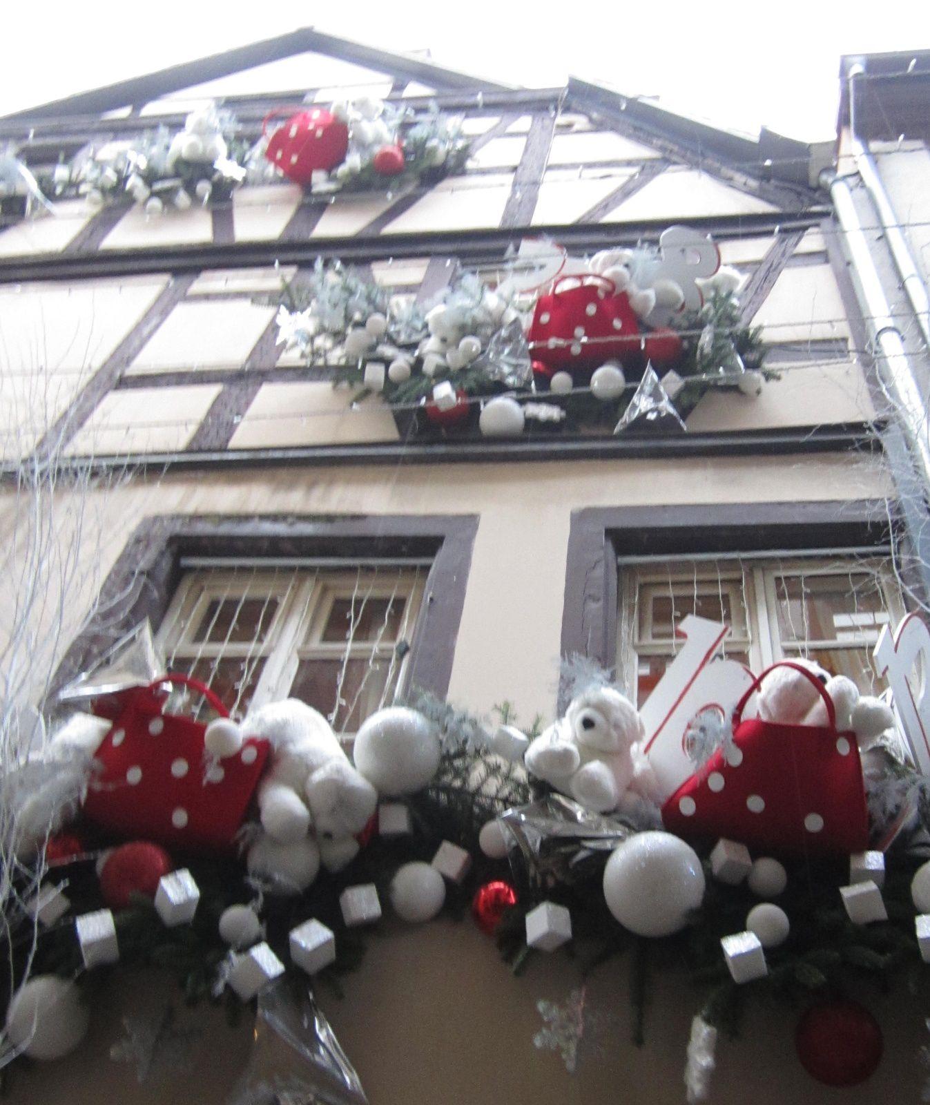 Que d'imagination pour décorer les façades des maisons.