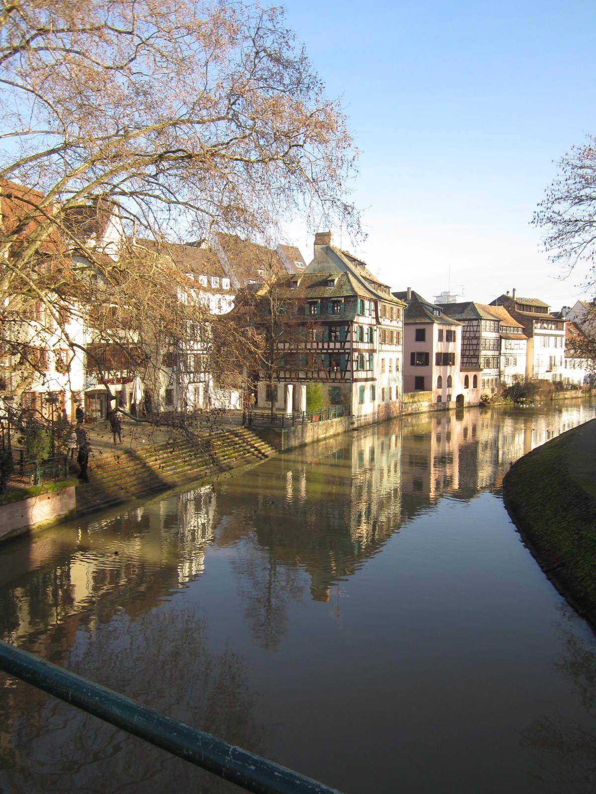 La plus vieille maison de Strasbourg,, ses bords de rivière et le long du canal ....