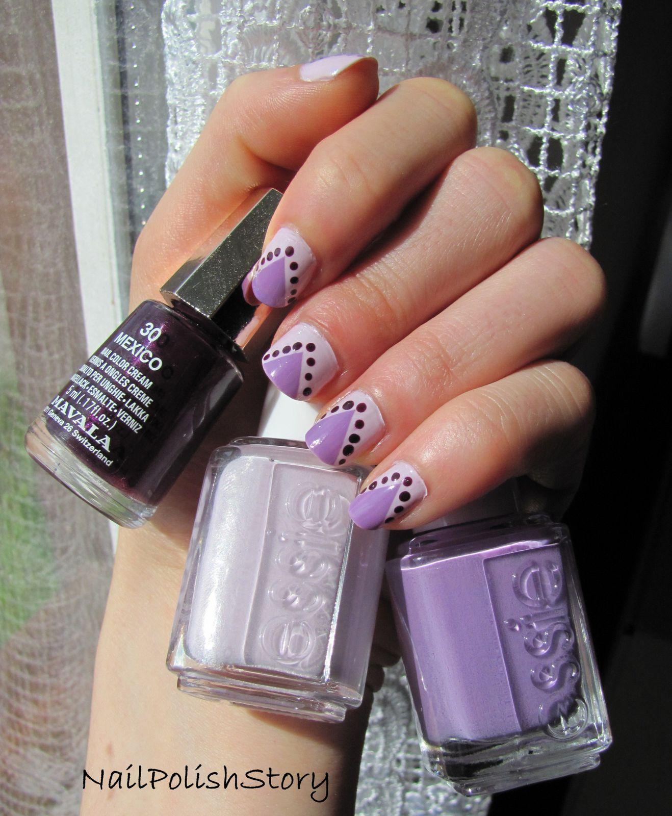 Manucure violette, triangle et petits pois