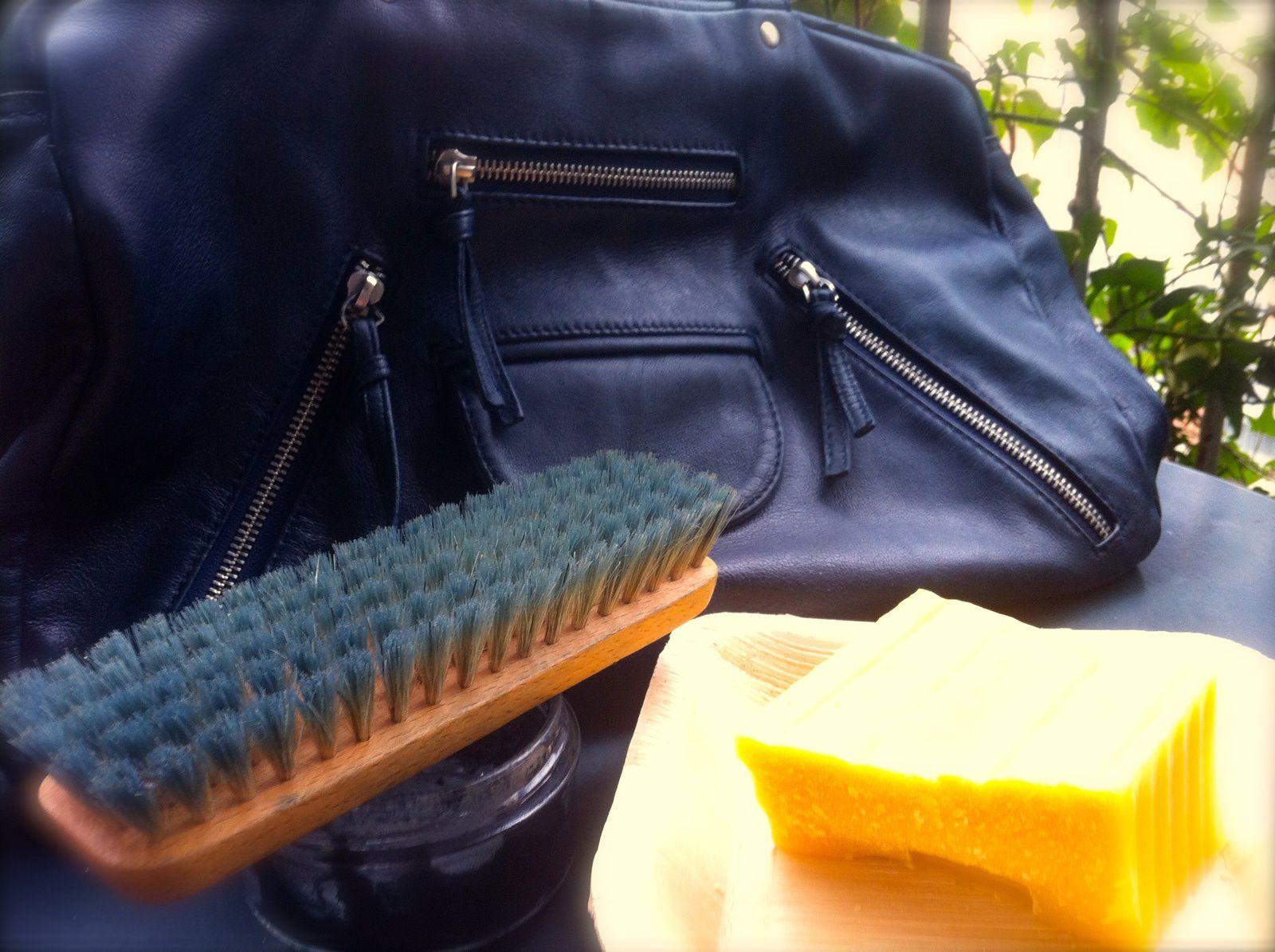 Fait maison le cirage pour le cuir color do it yourself la cire d 39 abeille - Comment enlever de la cire sur un vetement ...