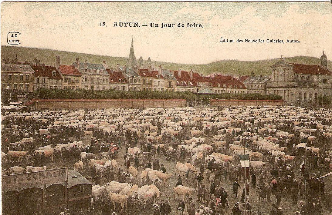 Autun - Place du Champ de Mars - Foire de la Saint-Ladre, 1er septembre.