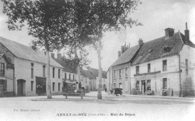 Huit cartes de CPA d'Arnay-le-Duc, dont deux de la rue Auguste Dubois, cinq de la rue de Dijon et une de la Rue Grande. Deux CPA ont été prises lors de la Grande Fête des 14/15/16 septembre 1912.